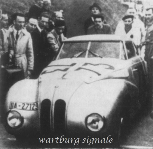 Ein 328er Coupé-Prototyp am Start zur Mille Miglia 1940
